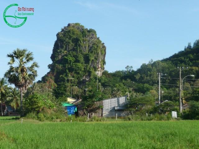 Hình 6. Thạch Động nhìn từ phía đông nam
