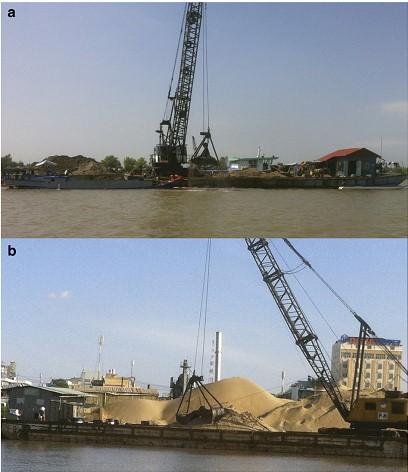 Hoạt động khai thác cát qui mô công nghiệp năm trong năm 2012 trên sông Hậu. (a) hạ nguồn Phnom Penh; (b) tại Cần Thơ.