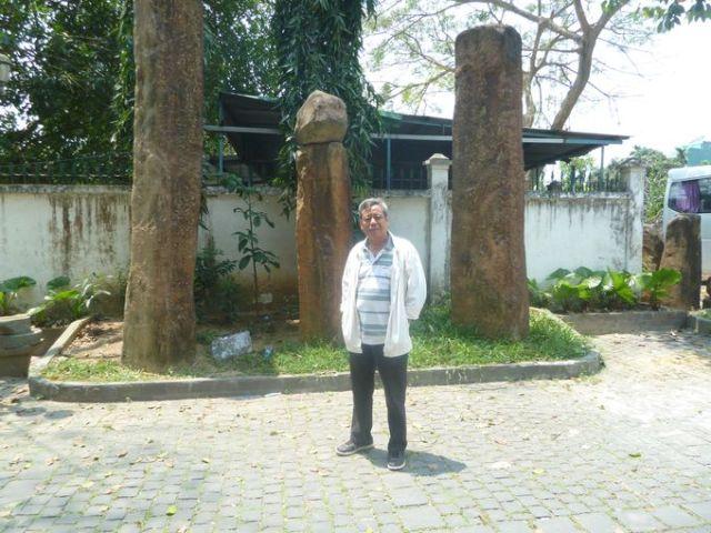 Bazan cột trong khuông viên khách sạn Đồng Khánh