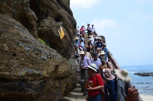 Khảo sát tại Chùa Hang. Ảnh: Hà Quang Hải