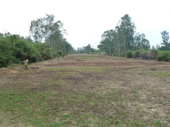 Trũng phía đông - vết tích hào đào lấy đất đắp thành