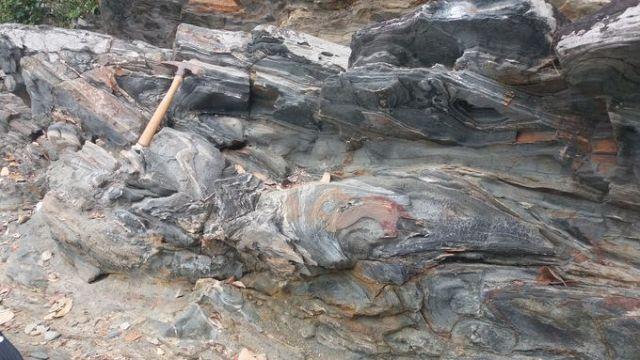 Đá biến chất tướng epidot_amphibolit tại Biển Rạng