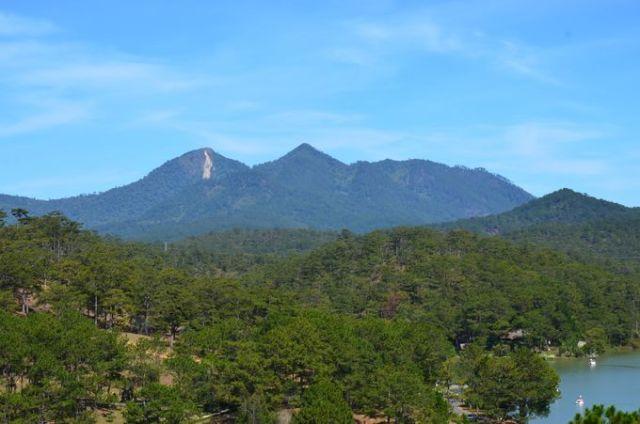 Núi Lang Bian phía bắc sơn nguyên Đà Lạt