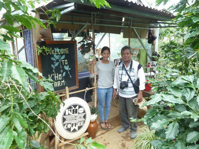 Tại trang trại cà phê hữu cơ của vợ chồng chị Ro Lan