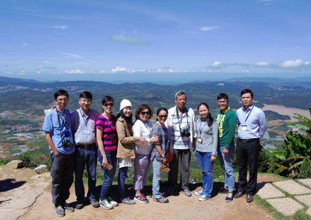 Thày, cô bô môn KHMT hướng dẫn thực tập MT đại cương lớp 14 KMT