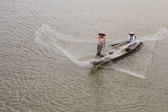 Hình 11: Quăng lưới (Nguồn: DungSilk)
