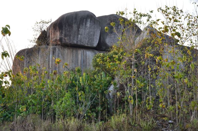 Hình 6: Cột đá Xuân Sơn