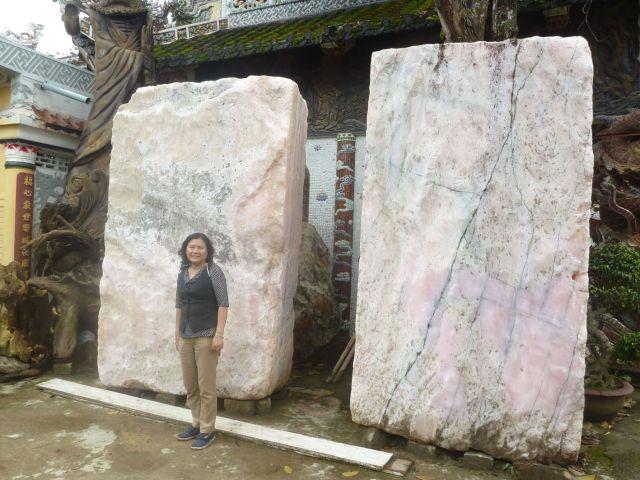 Khoáng vật microline ở chùa Linh Phước, Trại Mát.