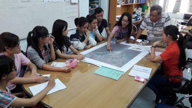 Nhóm 1_TNTN và MT. Ngọc Anh trình bày công tác chuận bị thực địa