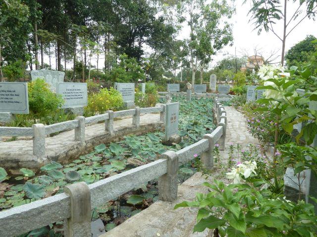 Vườn kinh A Di Đà - phần miền Trung và Bắc
