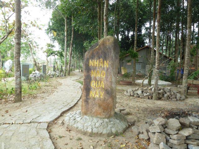 Vườn kinh Bắc truyền trích diễm được bố trí dọc sông Trà Ôn