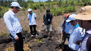 Bãi bom núi lửa trên đảo Bé